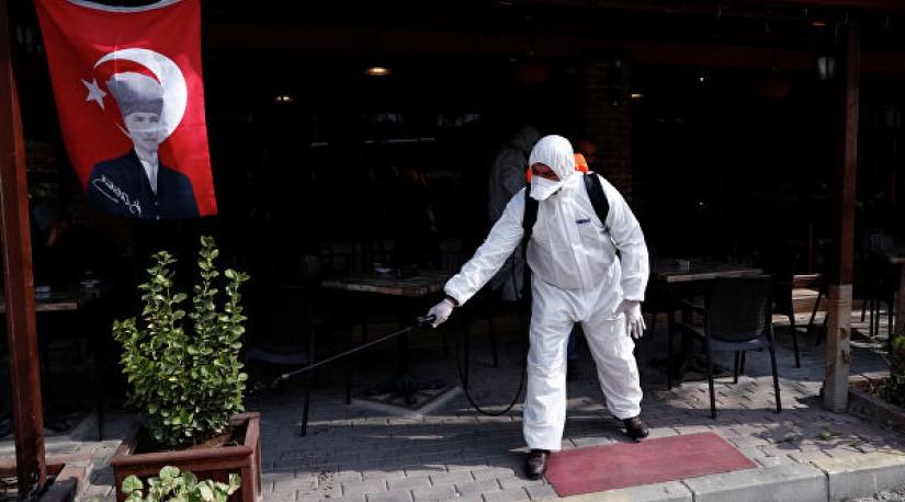 В Турции закроют бары, дискотеки и ночные клубы из-за коронавируса