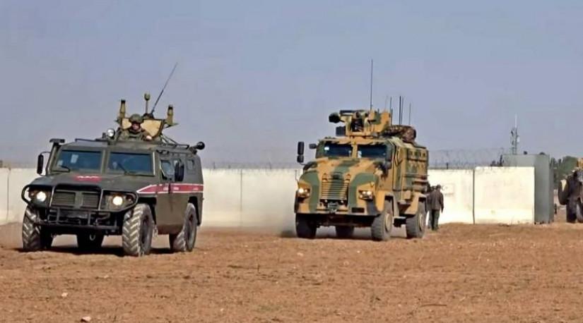 Турция начала переброску танков на границу с Грецией