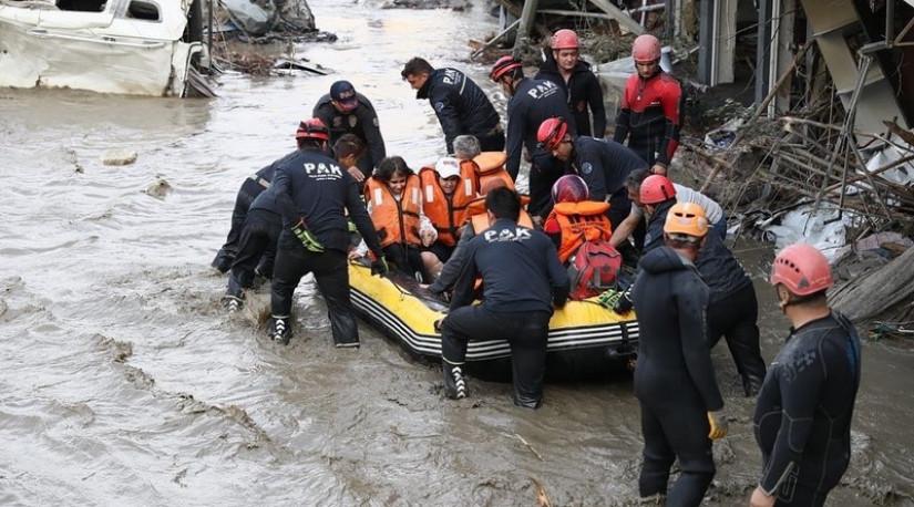 В результате наводнения на севере Турции погибли 55 человек