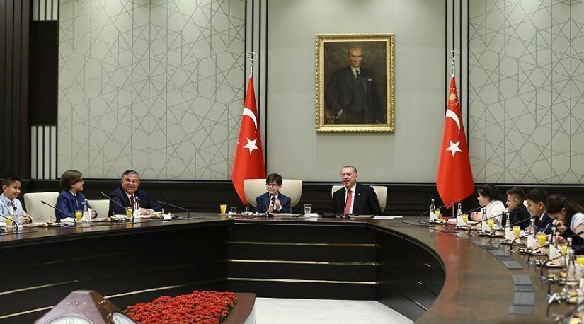 Президент Турции принял детей по случаю праздника 23 апреля