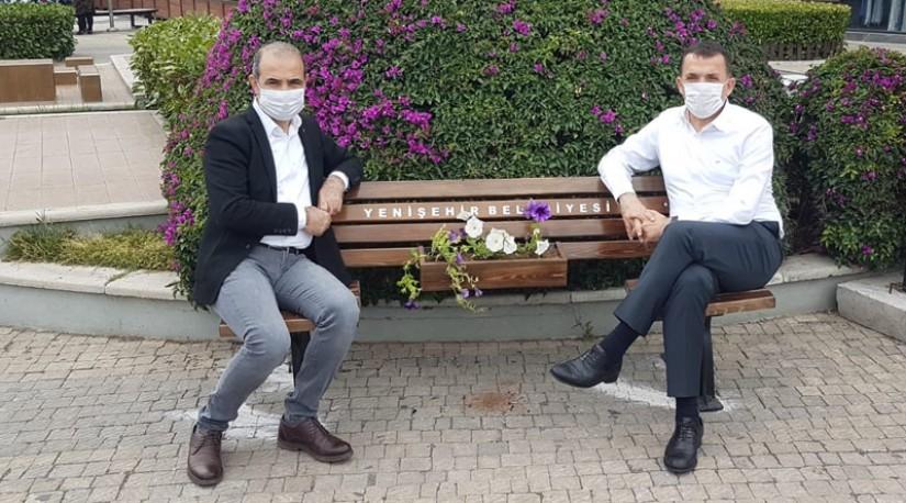 В Турции мэрии установили скамейки с учетом «социальной дистанции»