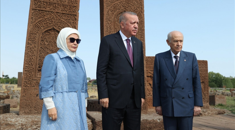 Президент Турции посетил кладбище сельджукского периода