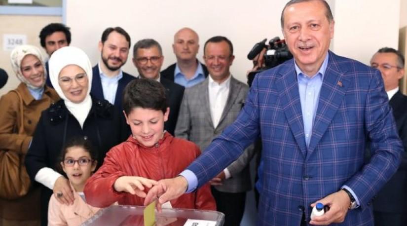 Турция: Эрдоган выиграл референдум о расширении полномочий