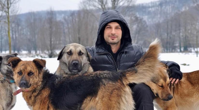 Турецкий певец Таркан призвал проявить заботу о бездомных животных