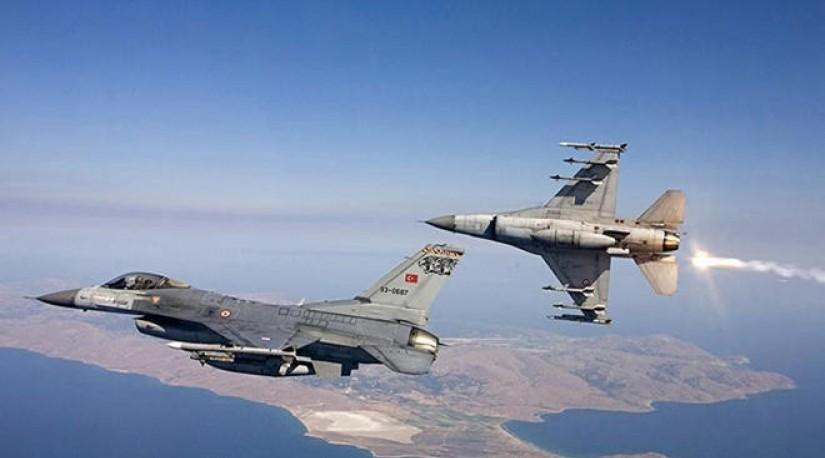 СРОЧНО: Турция бомбит Манбидж, где размещён спецназ США